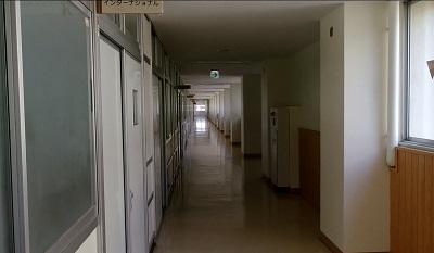 授業開始直前の廊下です