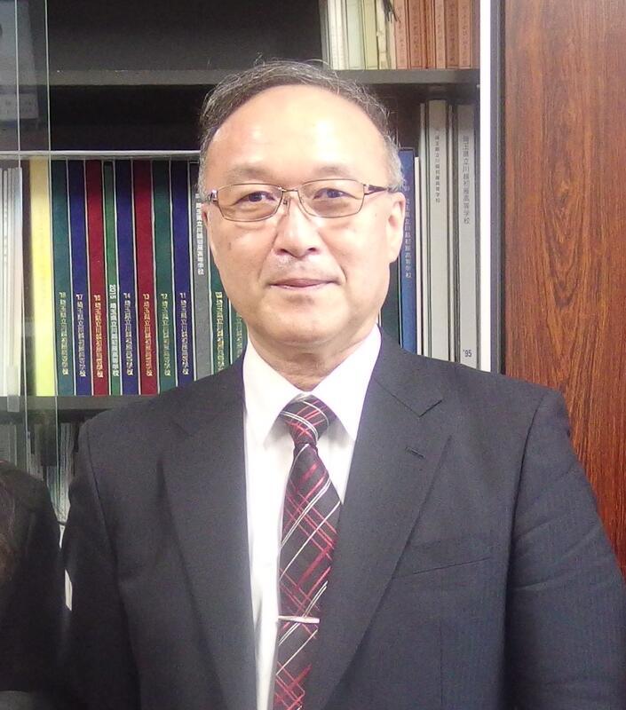 校長「飯田敦」写真